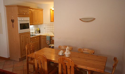 Apartment Alpages A9 Kitchen Dining Room