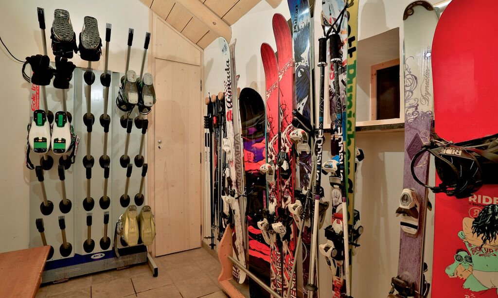Chalet Arolla Ski and Boot Room