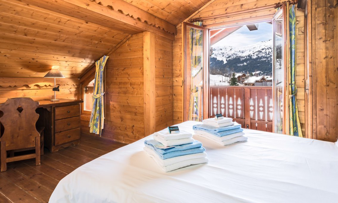 Chalet bedroom with Balcony