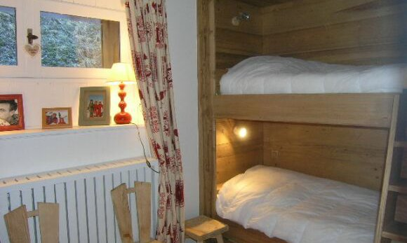Bedroom with bunkbeds in apartment Le Coeur de Meribel