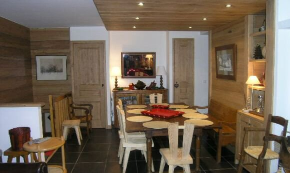 Comfortable dining area in apartment Le Coeur de Meribel