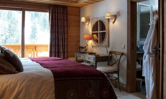 En suite bedrooms in Chalet Lapin Blanc