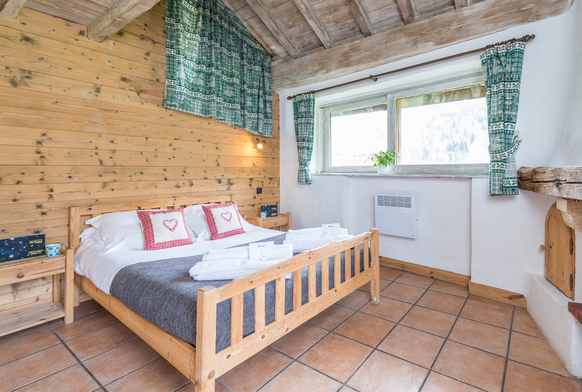 Chalet Lou Trave Double Bedroom