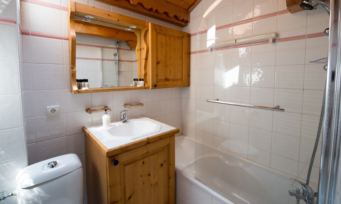 Chalet Snowdrop Bathroom