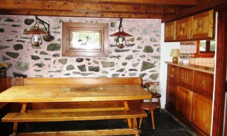 Dining area of Chalet Altitude 1600 in Meribel