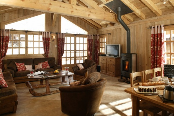 Chalet Trois Coeurs Living Room with Real Fire
