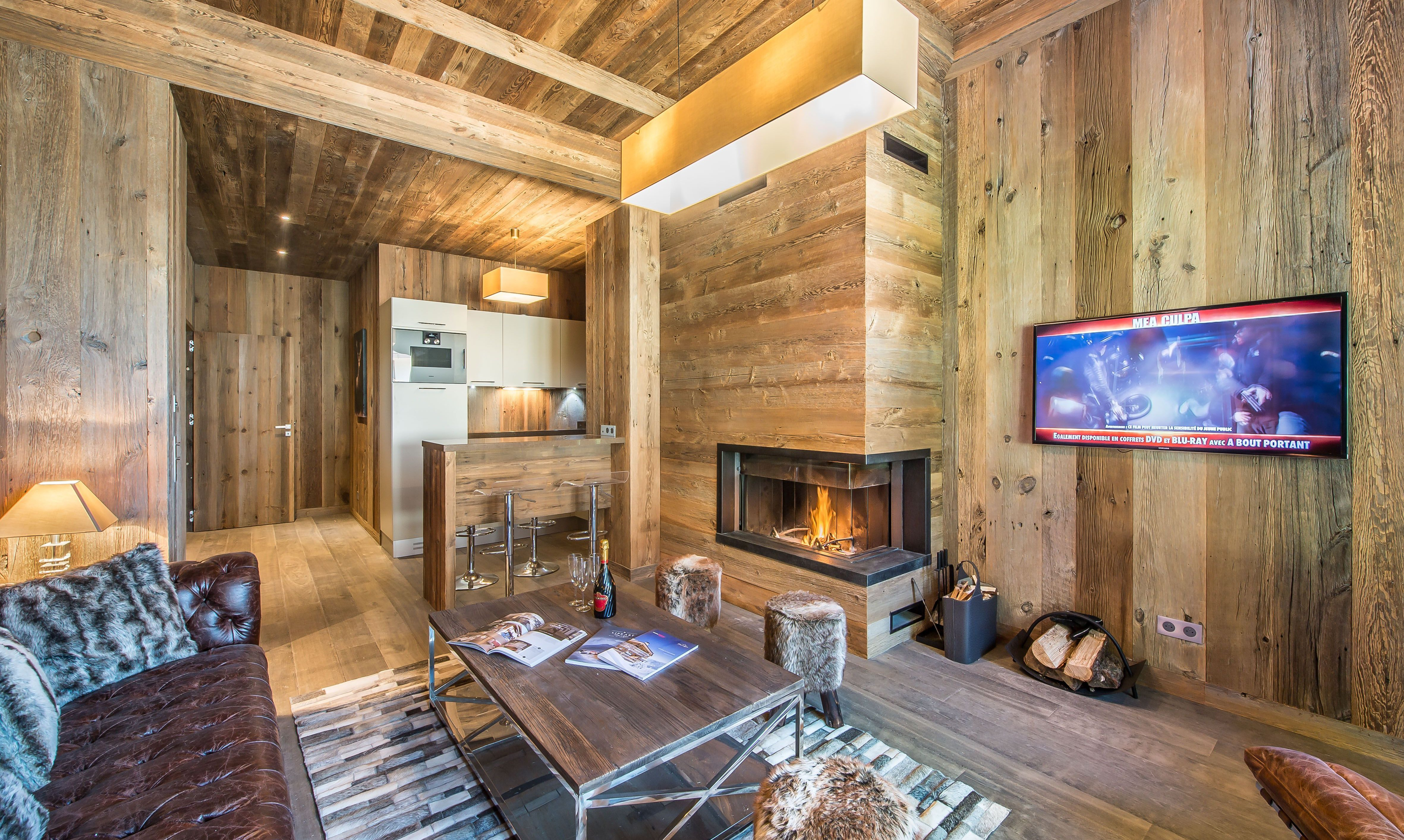 The beautiful living room with fireplace in apartment Aspen Lodge 21