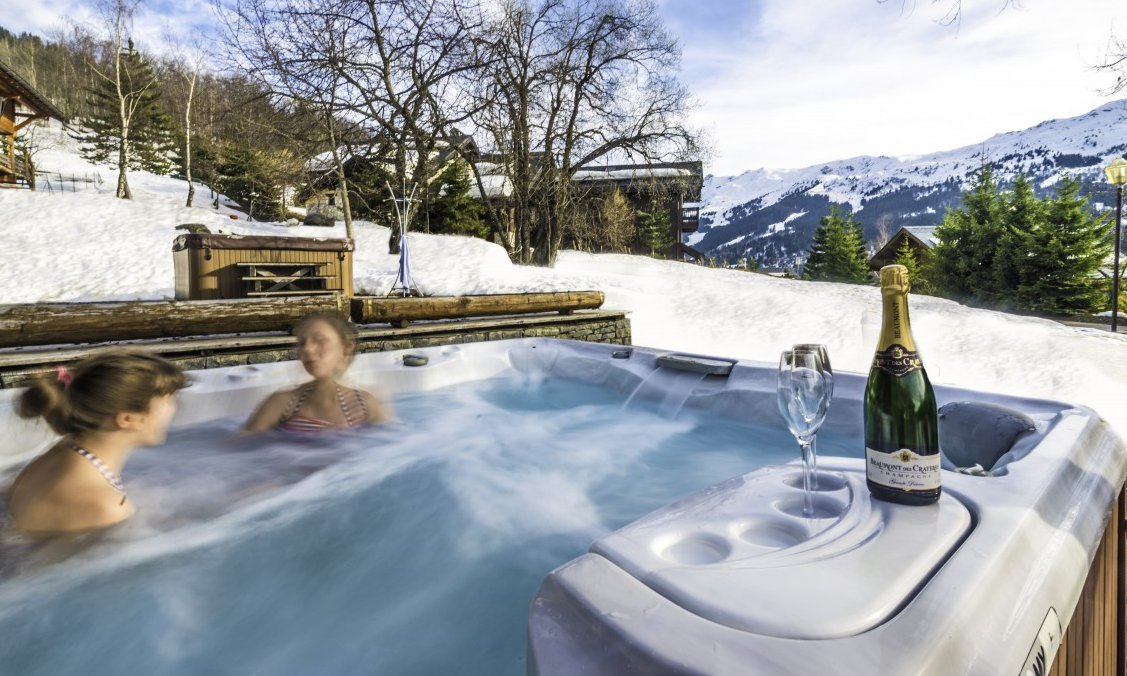 Chalet Aurigny Hot Tub with Champagne