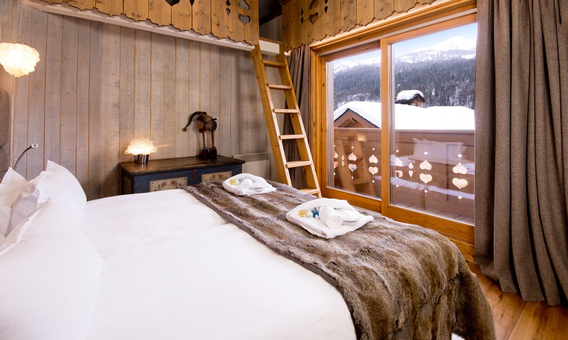 Double bedroom in Chalet Brioche in Meribel