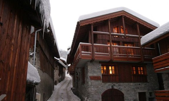 Chalet Sainte Appolonnie in the snow