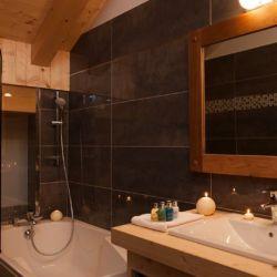 Chalet Bellacima bathroom bath and sink