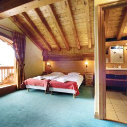 Chalet Cardamines En Suite Bedroom