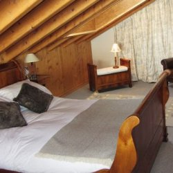 Double Bedroom in Chalet Petit Ours