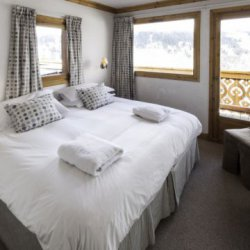 Chalet Virage Bedroom with balcony