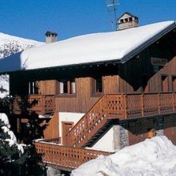Chalet Fleur des Alpes in the snow