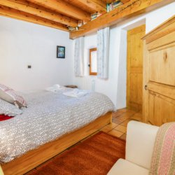 Double bedroom in Chalet Meilleur in Meribel