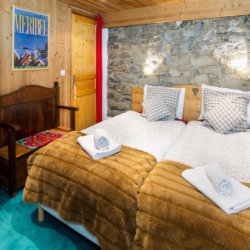 Comfortable twin bedroom in Chalet Meilleur in Meribel