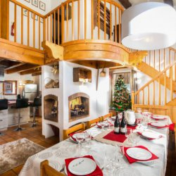 The dining area in Chalet Meilleur in Meribel