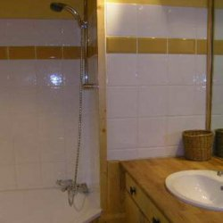One of the bathrooms in apartment Le Centre in Meribel