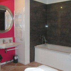 Spacious bathroom in apartment Le Centre in Meribel
