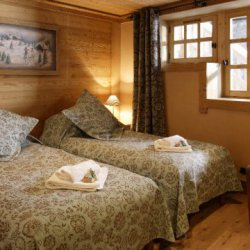 Chalet Trois Coeurs Twin Bedroom