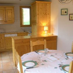 Dining and kitchen area in Apartment Grand Duc in Meribel