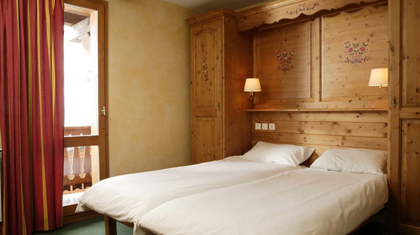 Chalet Abricot Twin Bedroom