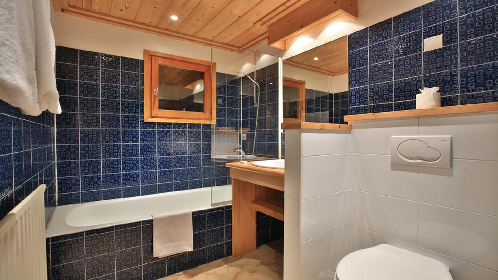 Chalet Elodie Bathroom with bath and shower