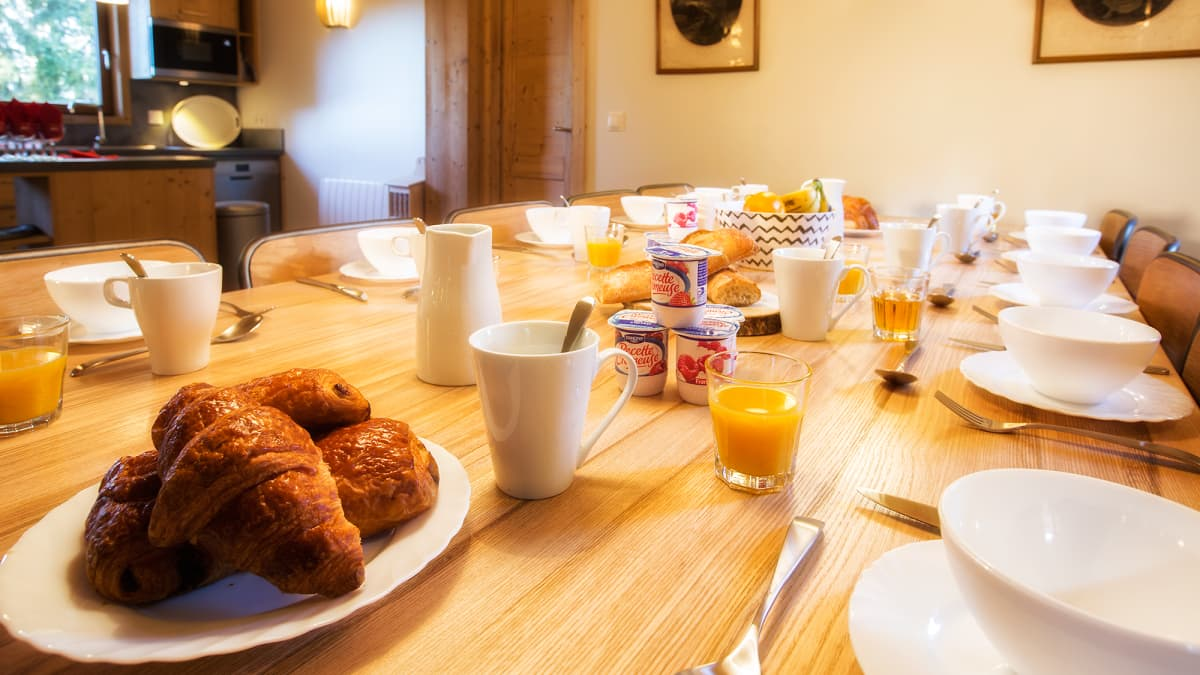 Chalet Nid Alpin Breakfast Table
