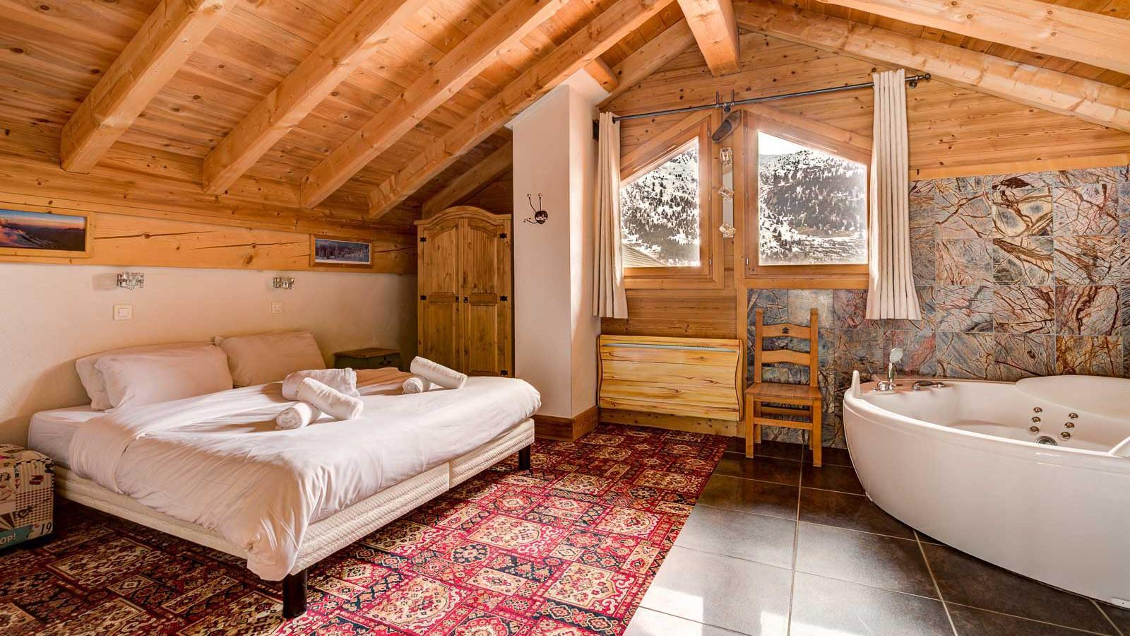 Chalet Laetitia double room with corner bath