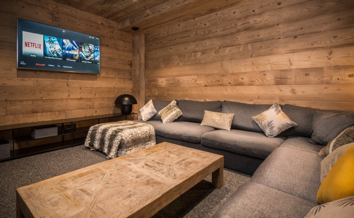 Chalet Phoebe Home Cinema