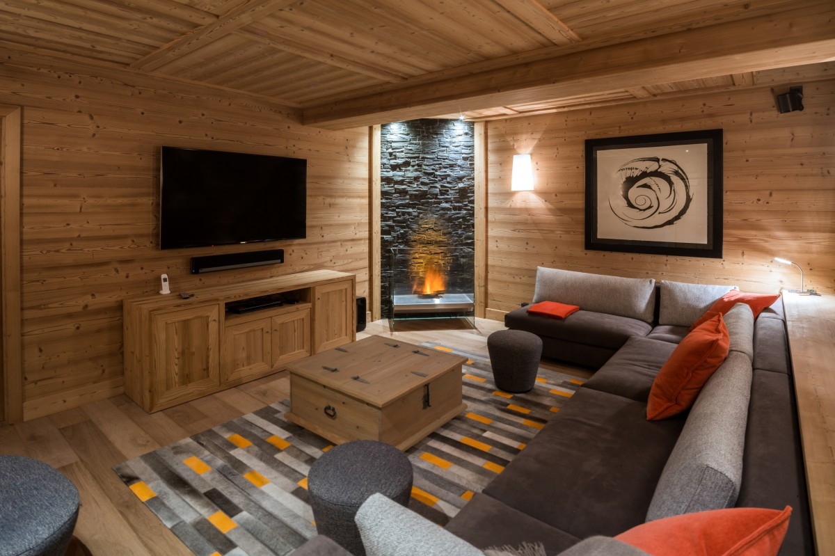 Chalet Le Pousse Caillou TV/Cinema Room