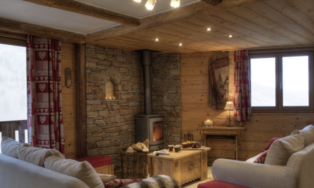 Cosy living room and fireplace in Chalet Blanche