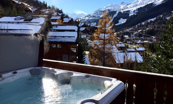 The outdoor Hot tub in Chalet Chardon in Meribel