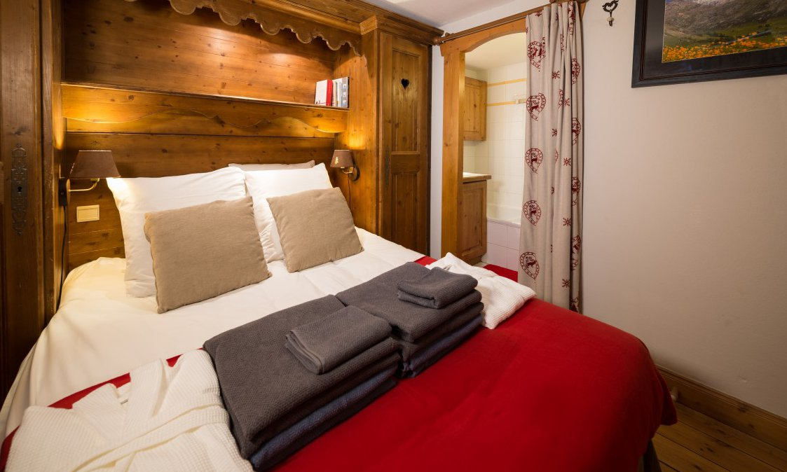 Chalet Genepi Double Bedroom