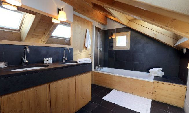 Chalet Griottes Luxury Bathroom with Bath