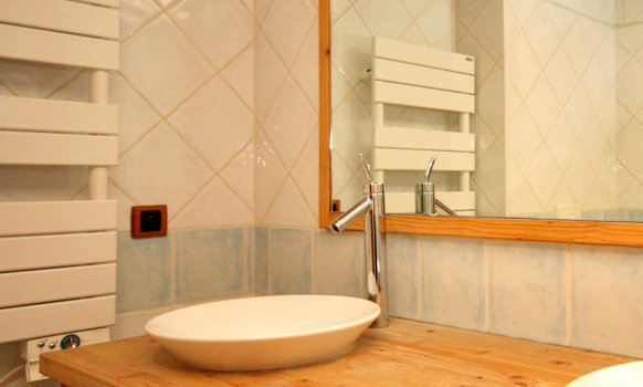 Saulire 1 Bathroom