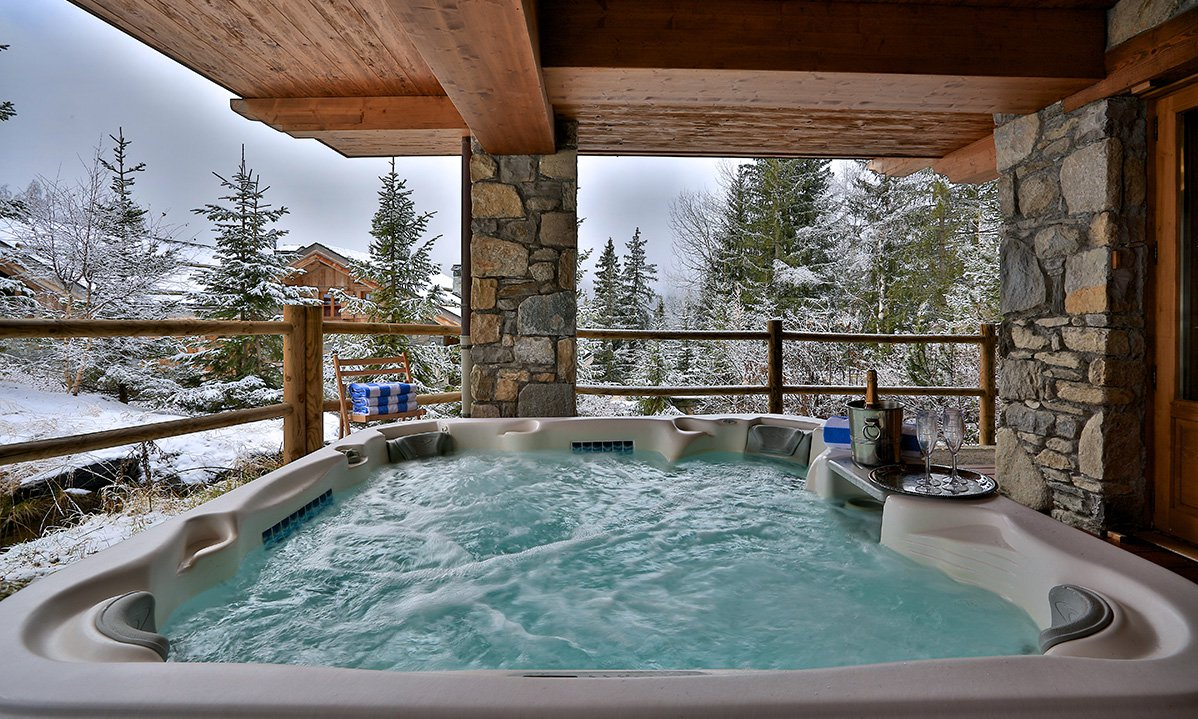 Chalet Trois Ours Outdoor Hot Tub