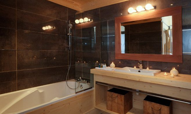 Chalet Bellacima bathroom with bath