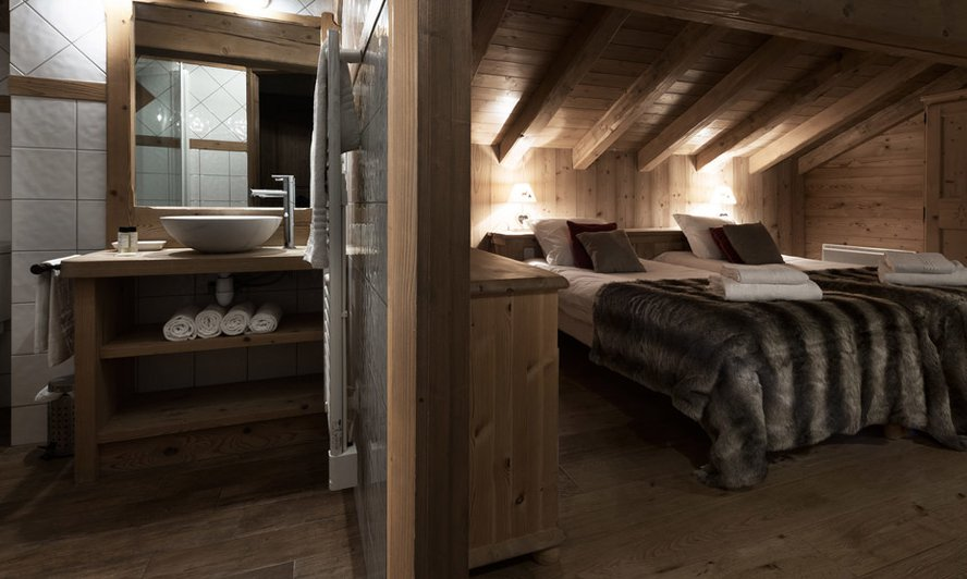En suite chalet bedroom