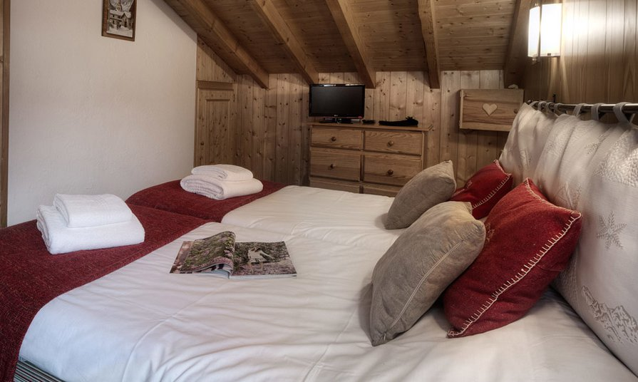 Twin Bedroom in Chalet Brenettes