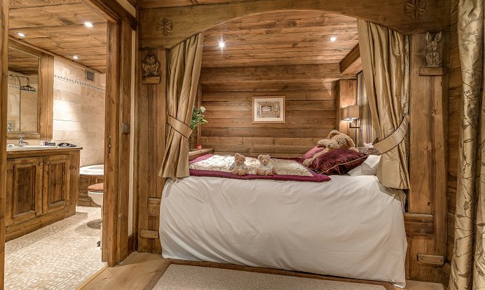 Chalet Chopine Four Poster