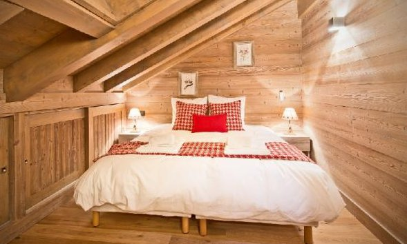 Traditional Chalet Bedroom