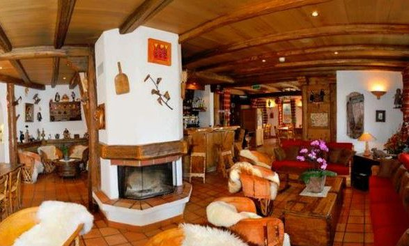 Comfortable lounge and bar in Hotel Le Merilys in Meribel