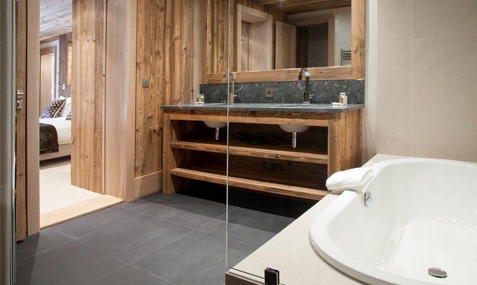 Chalet Mont Tremblant Bathroom
