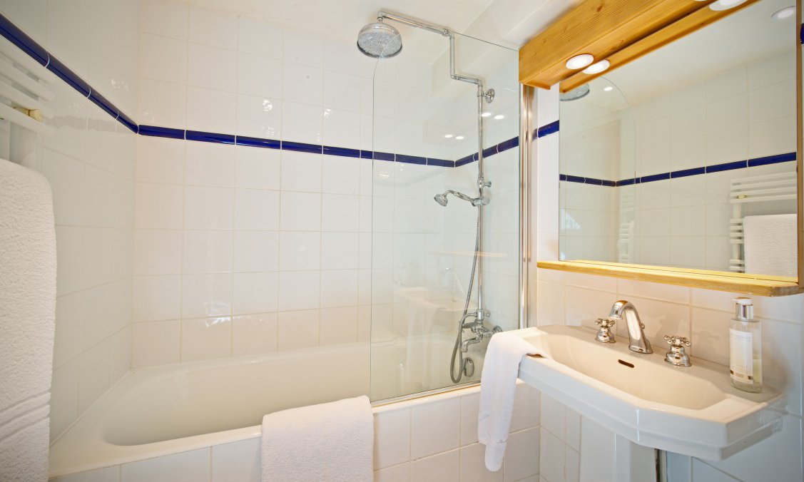 Chalet Tourterelle Bathroom