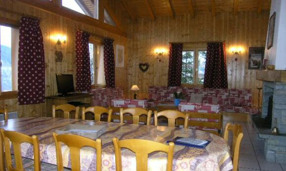 Living and dining area of chalet Vent de Galerne in Meribel
