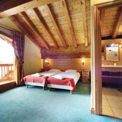 Chalet Cardamines En Suite Bedroom