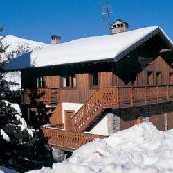 Chalet Fleur des Alpes in the snow