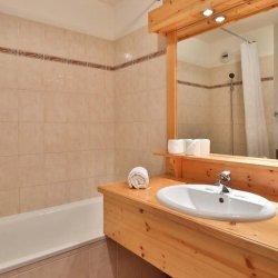 Chalet Natalia 2 bathroom with bath